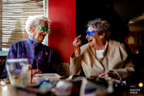 The Mussing Sock, Cambridge, Reino Unido fotografia de local de casamento Grandmas in glasses