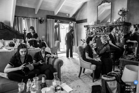MacCallum House, Mendocino fotografa la location delle damigelle mentre si prepara al tableau