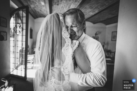 Agriturismo Le Filigare, Florence wedding photographer: Dad crying after first look with his daughter