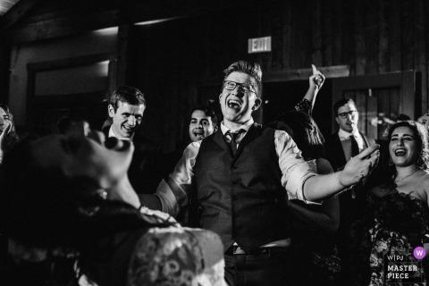 Irvine Estate, na Virgínia - Os noivos furiosos na pista de dança.