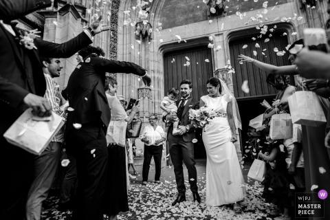 Cathedrale St Etienne, Toulouse, Francia - Foto de la novia y el novio durante la excursión a la iglesia