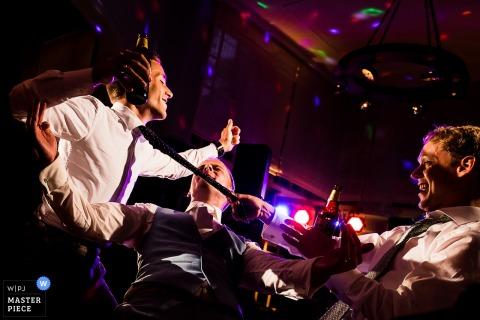 Fotografia de festa de casamento na Holanda - muito divertido dançar