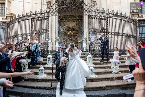 Lançamento de arroz imediatamente após o casamento, no estilo típico italiano | Chiesa San Giuliano