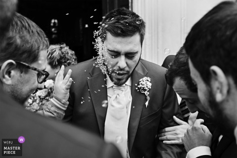 Chiesa San Michele, Magnago - ITALY | Rice throwing on Groom's face