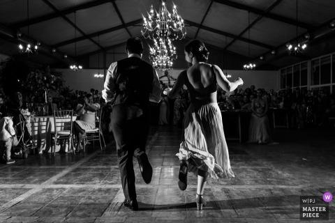 Madrid Spanien erste Tanzfotografie | Der Bräutigam und die Braut bei ihrem ersten Tanz