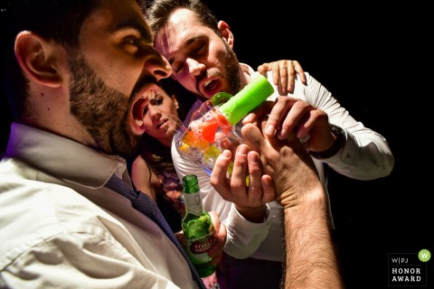 Madero eventos - americana wedding photo of drunk groom with the bubble gun