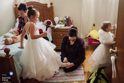 Philadelphie, PA Préparez des photos des petites filles avant la cérémonie