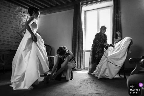 Fotografía de boda de Borgoña Francia en el Hotel - Imagen de la novia durante la última preparación