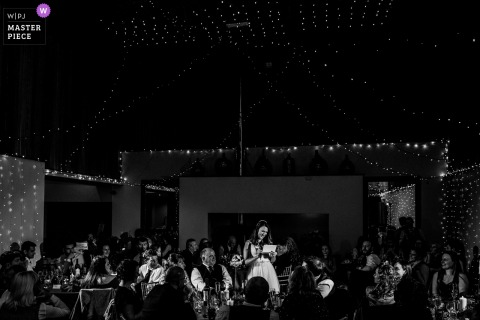 Hochzeitsfoto von Houchins, Colchester, UK enthält: Eine Braut hält eine Rede