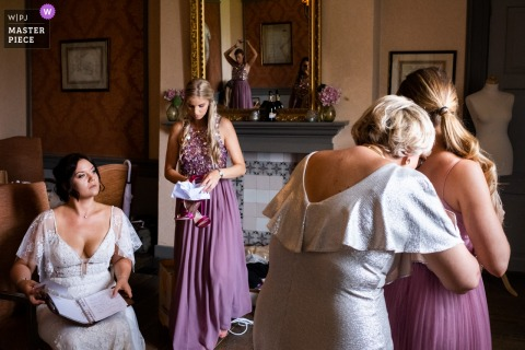 Flanders wedding photographer working at the getting ready - Kasteel Neercanne, Maastricht