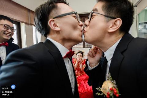 中國寧波的婚禮照片-在登機撞門遊戲中玩遊戲