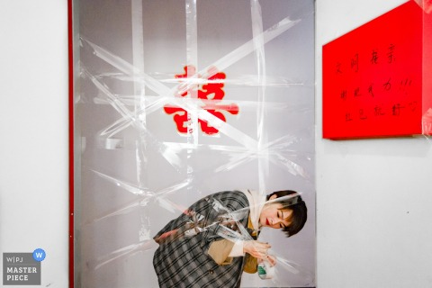 fujian china Wedding moment photography of taping up of the doorway for games