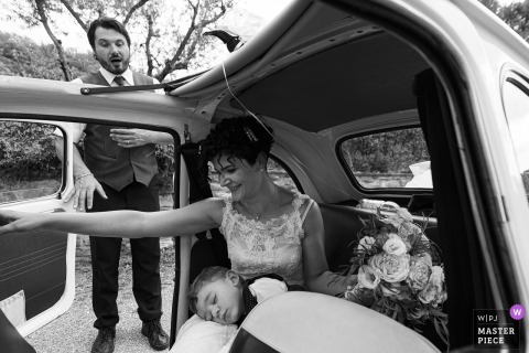 The maitre was surprised by seeing bride's son sleeping inside the car at an Arezzo wedding
