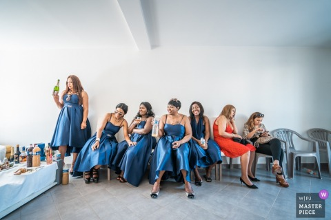 Mantes la Jolie, France wedding image of the bridesmaids chilling in the leaving room.
