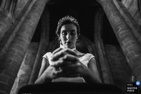 Dinan's church, Brittany, France Photography: The bride during ceremony