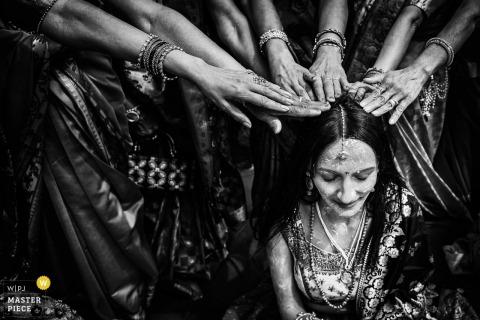Toscana, il Ciocco Resort foto del matrimonio della cerimonia Puja (pasta gialla)