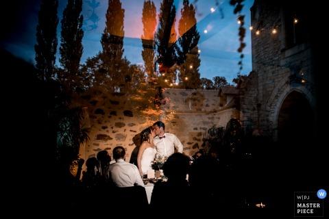 France - L'image de mariage du Château de Pontarmé contient: Quand la lumière et la chute instantanée en même temps