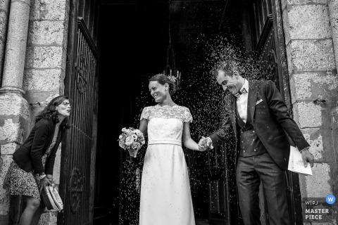 Photo de mariage de l'église de France du moment de la lavande