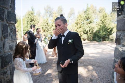 Victoria-AU Hochzeitsfotojournalismus - Der Ringträger weinte, als er die Braut sah.