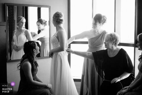 Brookstreet Hotel / Aquatopia - Ślubne zdjęcia młodej przygotowującej się
