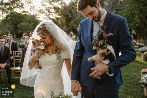 Alameda da Figueira image de la cérémonie de mariage de la mariée léché par un chien