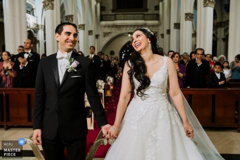 Photographe de mariage pour le Panama - Photo de la cérémonie, un sourire naturel et émotionnel de la mariée pendant la cérémonie