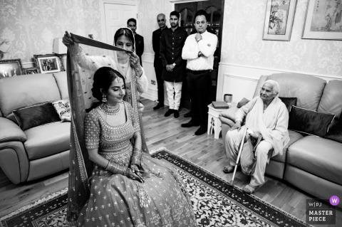 Liverpool, UK photo de mariage d'une mariée asiatique se prépare pour la cérémonie