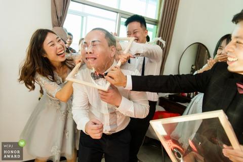 Bridal home fujian fuzhou wedding photo of the Best man playing games