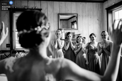 Faith Like a Mostard Seed - Trouwfoto's Leesburg VA | Eerste blik met bruidsmeisjes
