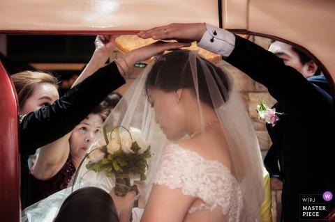 Ceremonie fotografie in Taiwan | Voor de limousine om te trouwen.