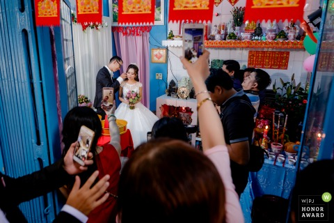Ho Chi Minh City wedding photo - With smartphones in hand, everyone wants to become a reporter