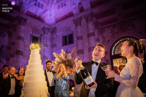Photography at venue Villa Foscarini Rossi Stra- Padova   Happiness after the cut of the cake