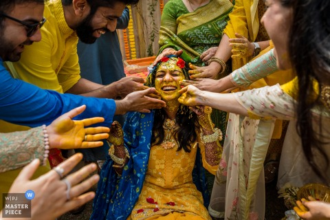 Mumbai Wedding Traditions Photographie | Haldi Happiness