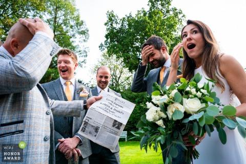 Old Rectory House, Reino Unido foto de la recepción del lugar de la boda: los novios reaccionan al truco de magia.