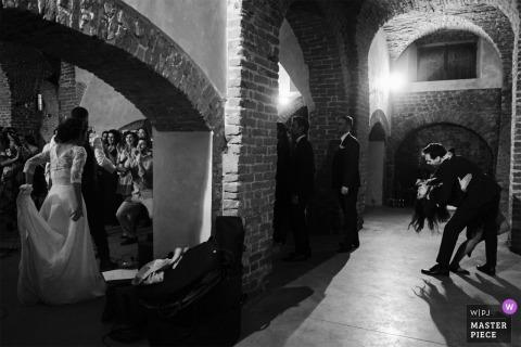 Castello di Chignolo PO - ITALIA | Fotografía de la recepción nupcial del baile