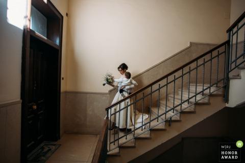 Photographie de mariage à Syracuse de la maison de la mariée en Sicile avant d'aller à la cérémonie