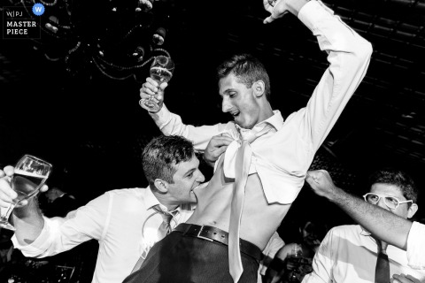 Minas Gerais wedding reception image of guys have a good time