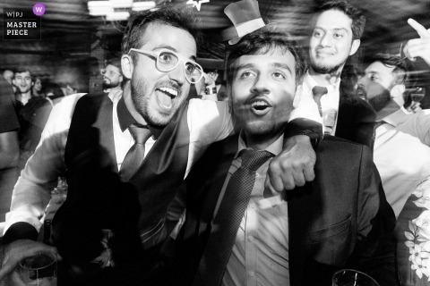 Brazilian wedding image of friends having a good time at the reception