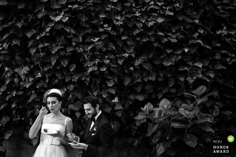 Wedding photography from Istanbul - Turkey showing that it's the cake time