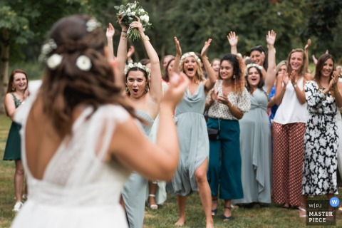 France outdoor wedding photography from Domaine de Pécarrère of the bouquet toss