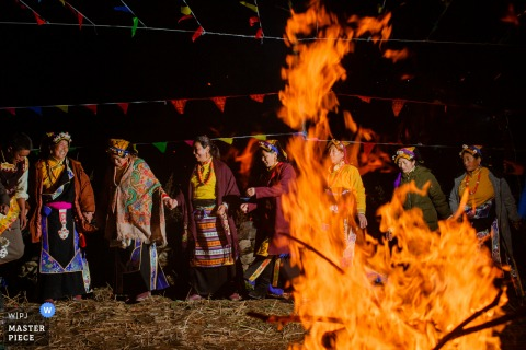 China wedding photography from Mountain of San'ao, Heishui County, north of Sichuan Province of the Traditional dance around the campfire