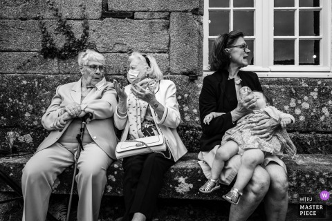 FR outdoor wedding photo from Moelien Castle showing multiple Generations
