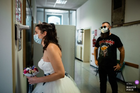 Municipal Hall of Castegnato Wedding Photo | The bride measures her temperature before the ceremony