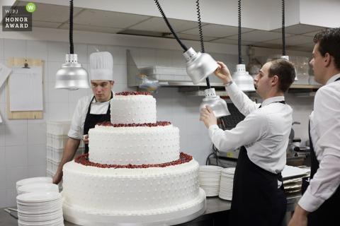 Wedding photography from Da Vittorio restaurant - Bergamo of a big wedding cake