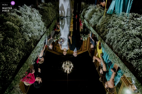 Indoor wedding photography from Brazil matriz sagrada familia, sao caetano do sul of the bride's entrance reflected in the mirror