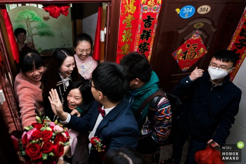 China wedding photography from a Fujian Home during the groomsmen games