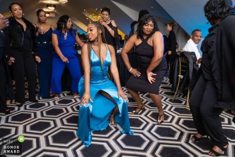 Imagen de boda de la Casa Blanca, Biloxi, MS creada mientras la novia se vuelve loca en la pista de baile