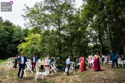 Carhaix Rain komt eraan voor deze huwelijksceremonie buitenshuis