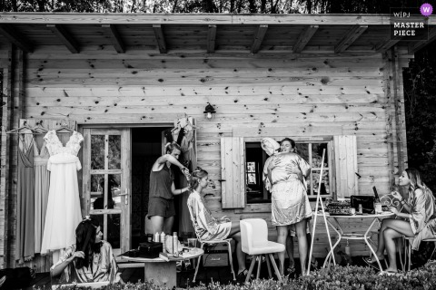 Il cortile dell'Alvernia-Rodano-Alpi sta preparando l'immagine che mostra un po 'di divertimento per le ragazze