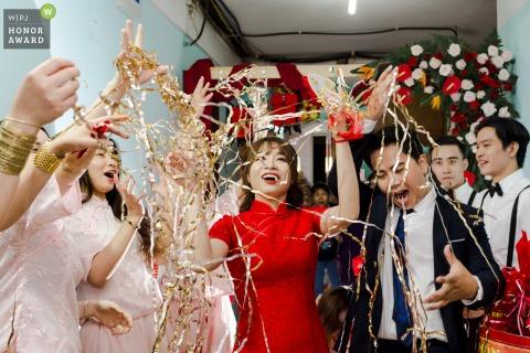 Image de la cérémonie au Vietnam montrant une prescription pour un mariage heureux - épousez quelqu'un qui ne fait rien de semblable à ce que vous faites